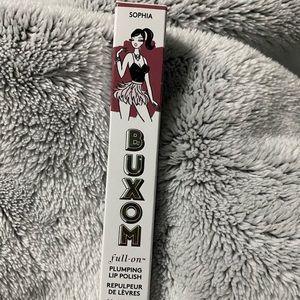buxom plumping lip gloss